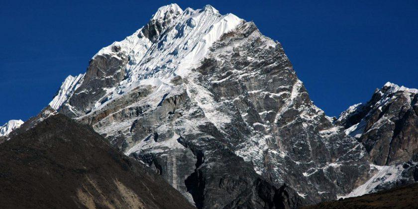 Lobuje Peak Trek